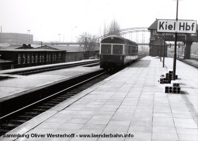 http://www.laenderbahn.info/hifo/FlohmarktfundFotoalbum/1970-kiel-schoenberg/kiel_0001.jpg