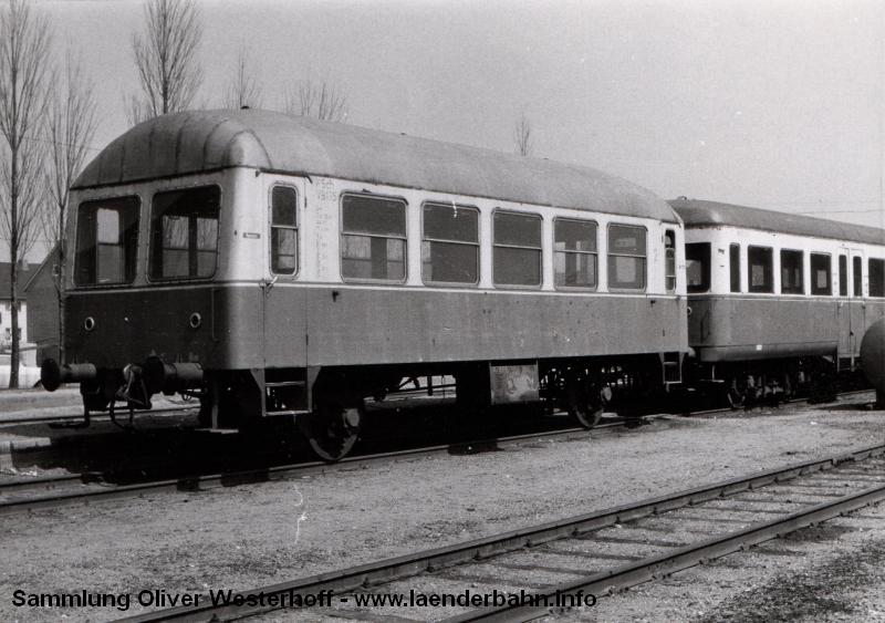 http://www.laenderbahn.info/hifo/FlohmarktfundFotoalbum/1970-kiel-schoenberg/kiel_0006.jpg