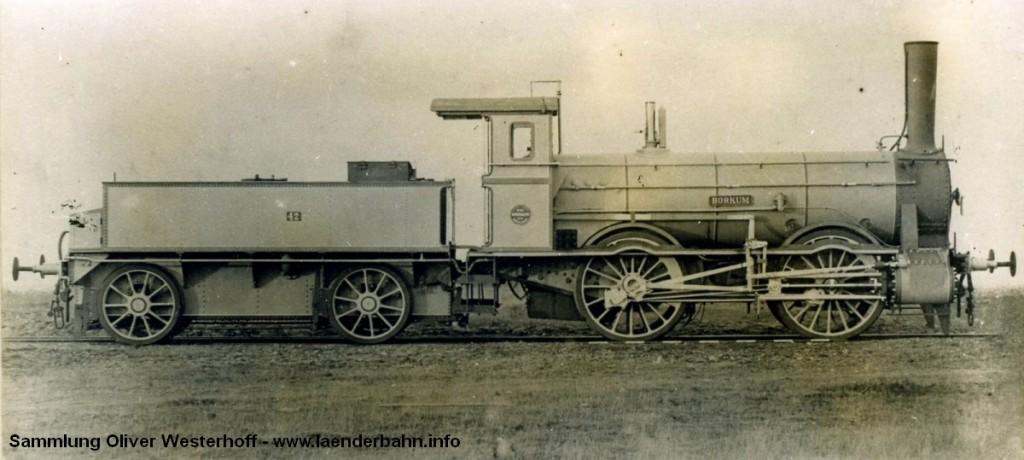"""Eine Werksaufnahme der Nr. 79 """"BORKUM"""", die 1889 unter der Fabriknummer 524 von Hohenzollern geliefert wurde. Die Lokomotive wurde bereits 1911 ausgemustert."""