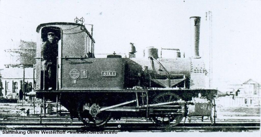 """T 1.2 Nr. 72 """"SIEL"""" im Bahnhofsvorfeld von Oldenburg."""