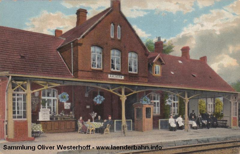 Eine frühe Ansicht des Bahnhofs Ahlhorn, wo auch die Nebenbahn nach Falkenrott abzweigte.