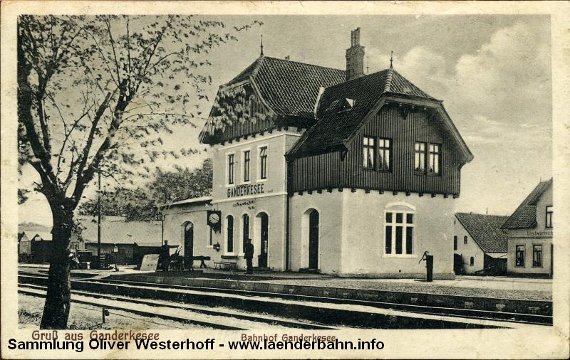 Die Aufnahme zeigt den Bahnhof Ganderkesee in den 1920er Jahren.