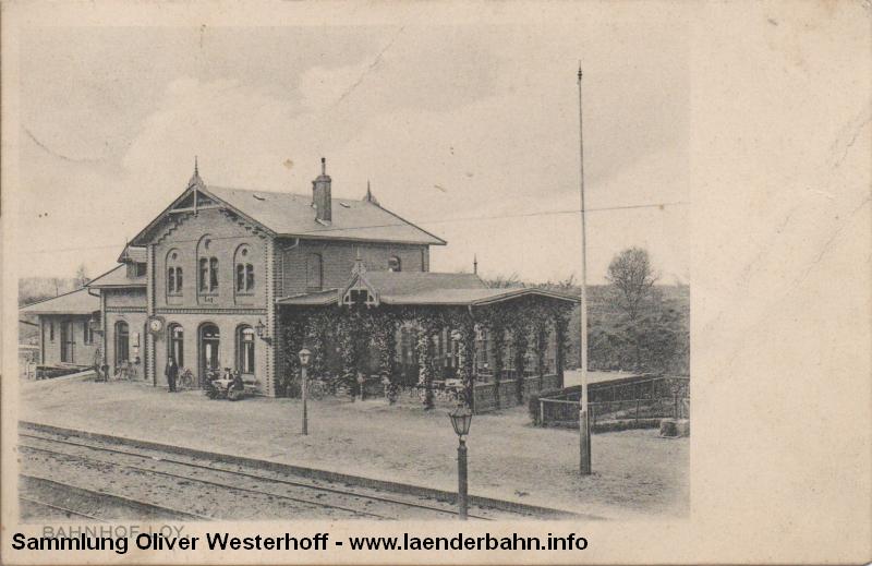 Bahnhof Loy mit seiner um die Jahrhundertwende noch halboffenen Wartehalle.