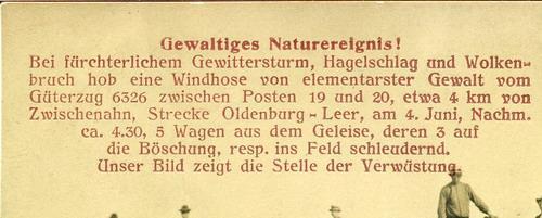 Detailausschnitt mit der Beschreibung des Unglückes. Bemerkenswert ist, dass auf der Ansichtskarte von 5 Waggons die Rede ist, die aus den Gleisen geworfen wurden, während die offiziellen Berichte von 9 Waggons sprechen.