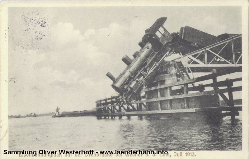 Zwischen erster und zweiter Treibachse verkantete die Lokomotive auf der Brücke