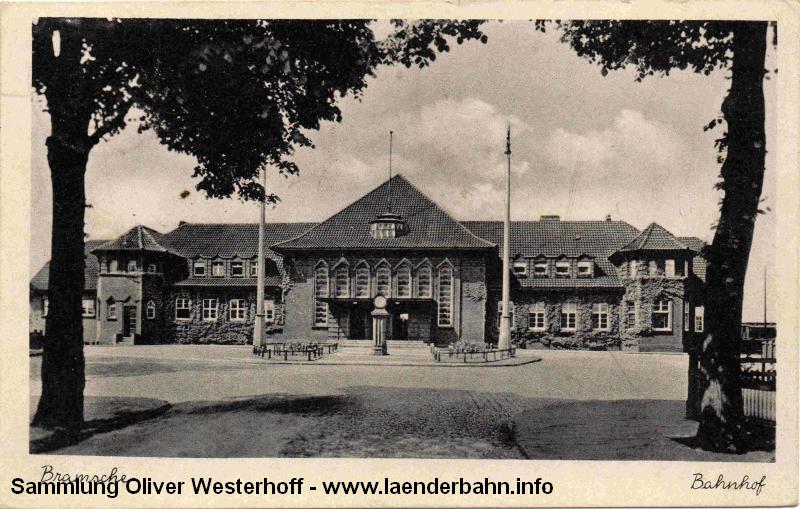 Der Bahnhof Bramsche von der Straßenseite zu Beginn der 1940er Jahre.