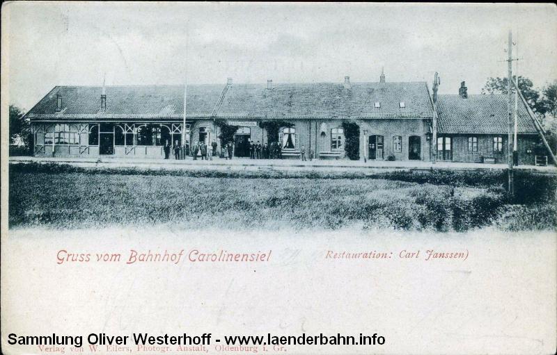Die 1901 gelaufene Ansichtskarte zeigt den alten Bahnhof von der Gleisseite.