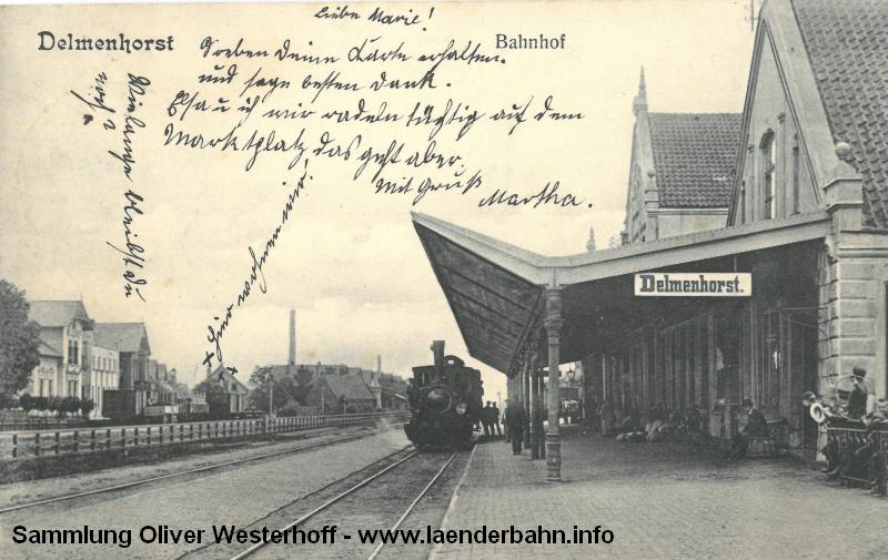 Am Hausbahnsteig steht eine T 2 oder T 3 mit einem Zug bereit.