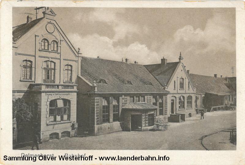 Das Bahnhofsgebäude auf einer Ansichtskarte von 1927.