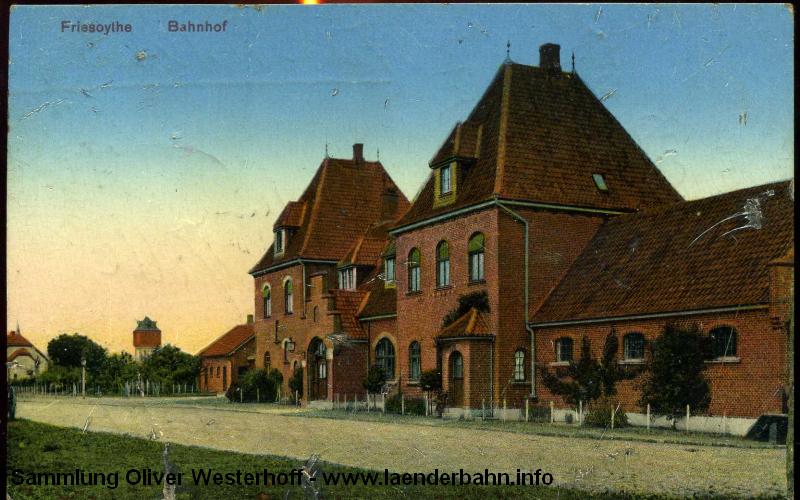Die Straßenseite des Bahnhofs zeigt diese 1914 gelaufene Karte.