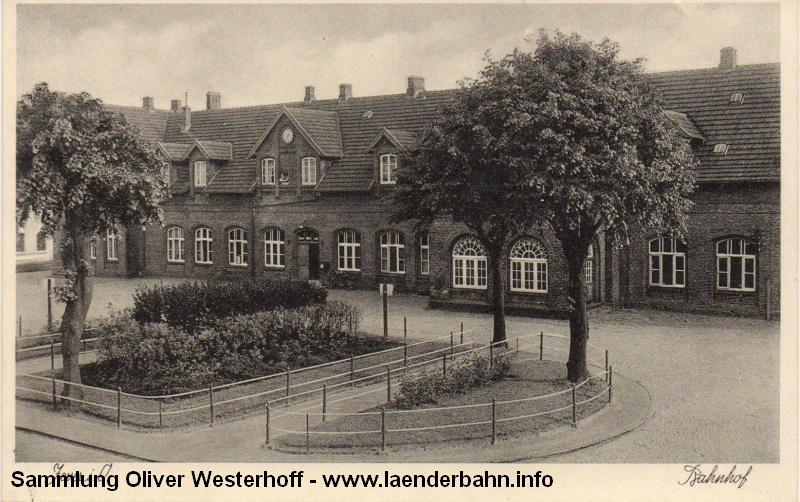 Eine Ansicht von der Straßenseite des Bahnhofs in den 1950er Jahren.