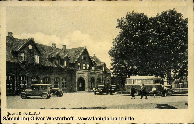 Eine weitere Ansicht des Bahnhofsplatzes von 1933.