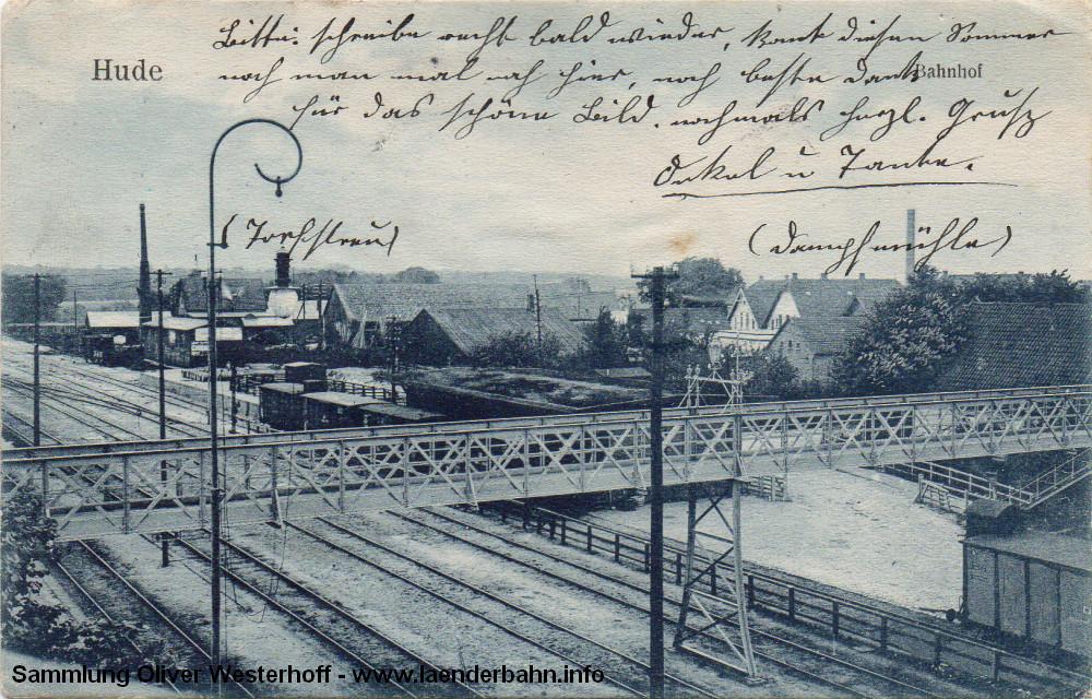 Eine Sicht über die Fußgängerbrücke in Richtung des östlichen Gleisfeldes der Oldenburg - Bremer Strecke. Die Karte ist vermutlich um 1915 entstanden.