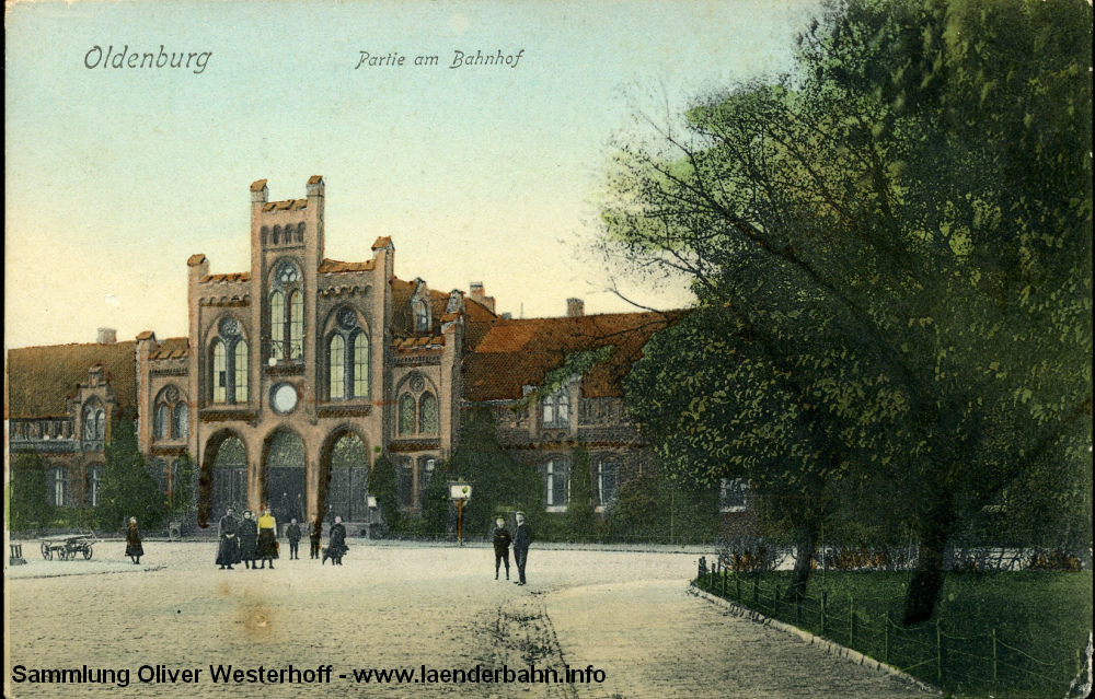 Ursprünglich gab es Fahrkarten nur in der hinter den drei großen Türen befindlichen Vorhalle, von der es auch zu den Wartesälen ging.