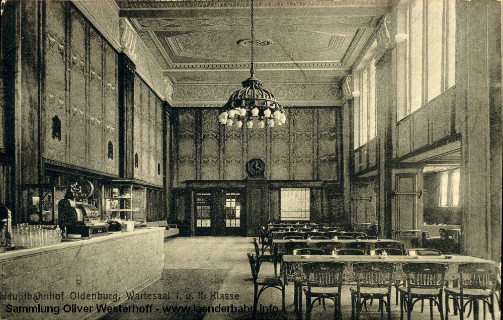 Der Wartesaal in die andere Richtung aufgenommen, die Karte ist 1917 gelaufen.