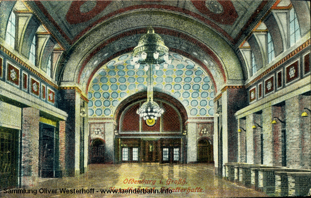 Erst 1925 gelaufen ist die Karte mit einem Blick aus der Schalterhalle in Richtung Wartesäle.