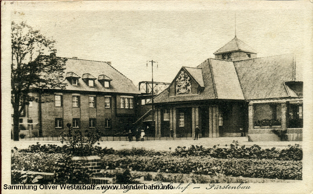 Blick auf den Fürstenbau und das Bahnpostgebäude Anfang der 1920er Jahre. Im Hintergrund ist die alte Elisabethbrücke zu erkennen.