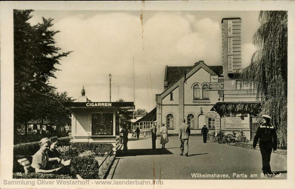 Ansicht des noch intakten Bahnhofes aus den 1940er Jahren.