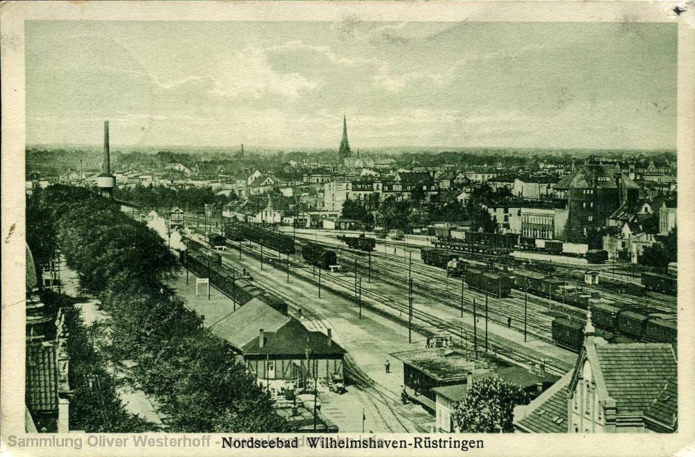 In den 1920er Jahren sind zahlreiche Personen- und Güterzüge im Gleisfeld zu sehen, es herrschte reger Betrieb.