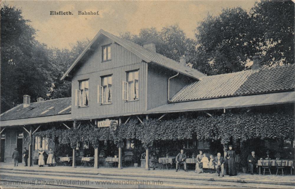 Die 1915 gelaufene Ansichtskarte lässt schön die Tische der Bahnhofsrestauration auf dem Hausbahnsteig erkennen.